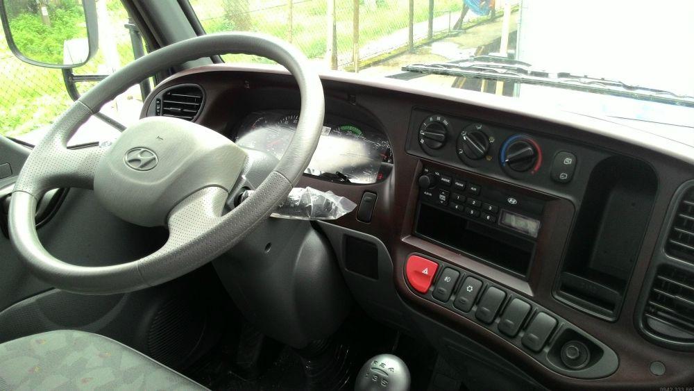 Nội thất xe tải Hyundai 110SP